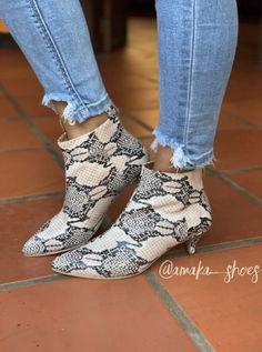Botines, botas, estampado, calzado femenino Ankle, Shoes, Fashion, Boots, Zapatos, Girly, Footwear, Moda, Shoes Outlet
