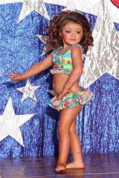 Pageant Stars USA: The Pageant Spotlight Within the last 30 years, the evolution of fashion Baby Pageant, Toddler Pageant, Glitz Pageant, Pageant Girls, Pageant Wear, Girl Fashion Style, Baby Girl Fashion, Kids Fashion, Pageant Swimwear
