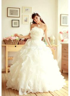 Google Image Result for http://www.honeybuy.com/image/Destinnation_Wedding_Dresses_2013_Organza_Ruffle_Chapel_Train__1__13991541319759732_690X500.jpg