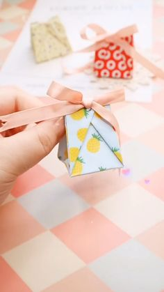 Cool Paper Crafts, Paper Crafts Origami, Diy Crafts Hacks, Diy Crafts For Gifts, Diy Craft Projects, Diy Paper, Fun Crafts, Instruções Origami, Origami Gift Box