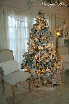country christmas tree decorating ideas - New Year French Country Christmas, Cottage Christmas, Shabby Chic Christmas, French Country Cottage, Noel Christmas, Southern Christmas, German Christmas, Victorian Christmas, Christmas 2017