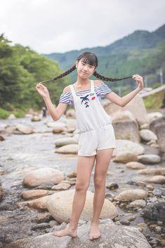 Twitter Cute Asian Girls, Cute Girls, Cool Girl, School Girl Japan, Barefoot Girls, Cute Japanese Girl, Idole, Cute Girl Outfits, Kawaii Cute