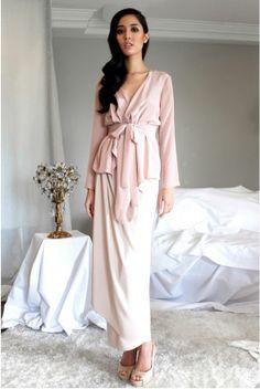 Alia Bastamam Raya 2014 Signature wrap top, worn with a sarong - all in French crepe. Ready-to-wear. Modest Fashion, Hijab Fashion, Fashion Dresses, Hijab Stile, Bridesmaid Dress Styles, Bridesmaids, Blouse Dress, Wrap Blouse, Mode Inspiration
