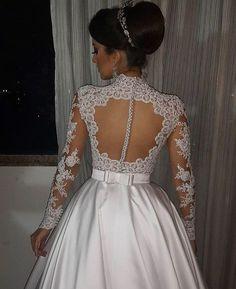 Detalhes perfeitos!! O que acharam? #universodasnoivas #noiva #noivas #wedding #weddingday #casamentos #casamento #vestido #vestidodenoiva @elcimarbadu