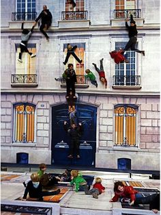 How incredible is this!? your floor activities reflected on to the building! artist Leandro Erlich-