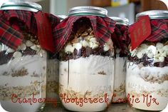 Christmas Cookies In a Jar with FREE printable! These are SO yummy! My son's daycare teachers just loved them - great teacher gift!