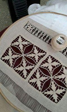 Arte del Filo Associazione Culturale Ricamo's media content and analytics Hardanger Embroidery, Embroidery Stitches, Embroidery Patterns, Hand Embroidery, Bordado Popular, Drawn Thread, Point Lace, Embroidery Techniques, Needlework