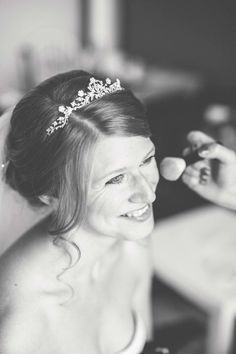 Getting Ready von Braut Astrid mit super hübschem Diadem. Foto: http://frauherz.de