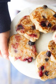 Banana Blueberry Fritters – Only 3 ingredients, great for baby-led weaning Banana Blueberry Fritters. Only 3 ingredients . Dairy free, gluten free and egg free and no refined sugar. Great for kids and for baby led weaning. Baby Food Recipes, Snack Recipes, Cooking Recipes, Healthy Recipes, Food Baby, Dairy Free Recipes For Kids, Breakfast Recipes, Toddler Recipes, Breakfast Ideas For Baby
