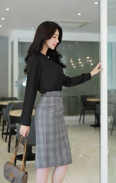 Women fashion For Work Videos Professional Attire Chic - - - - Women fashion Bohemian Lace Stylish Work Outfits, Classy Outfits, Beautiful Outfits, Casual Outfits, Work Casual, Skirt Outfits, Workwear Fashion, Work Fashion, Fashion Outfits