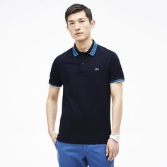Featuring a blue stripe detailing on the collar this Slim fit polo pays tribute to René Lacoste's tennis codes.