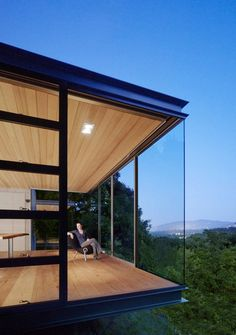 """""""Tea Houses"""" in the Silicon Valley by Swatt Miers Architects. A transparent steel and glass pavilion, hovering like a lantern over the natural landscape. Minimalist House Design, Minimalist Home, Minimalist Beauty, Modern Exterior, Exterior Design, Glass Pavilion, Residential Architect, Glass House, Interior Architecture"""