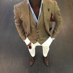 How To Wear a Tan Blazer With White Chinos looks & outfits) Mens Fashion Blog, Look Fashion, Fashion Menswear, Fashion Sale, Fashion Outlet, Fashion Photo, Street Fashion, Fashion Tips, Sharp Dressed Man