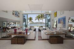 Casa de praia integra a família e o mar