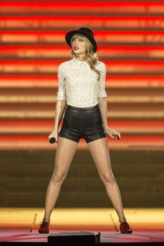 Red Tour, State of Grace Taylor Swift Red Tour, Taylor Swift Legs, Taylor Swift Concert, Red Taylor, Taylor Swift Pictures, Taylor Alison Swift, Divas, Live Taylor, Role Models