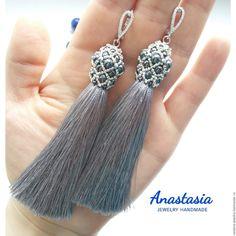 Купить Серьги и сотуар с шелковыми кисточками - серебряный, серый, украшения ручной работы