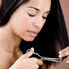 How to Detect Split Ends. You may think that split ends are just a nuisance. But, split ends are actually damaged strands of hair. This fraying or splitting of hair is known as trichoptilosis. It's important to trim away split ends to. Hair Growth Tips, Hair Care Tips, Natural Hair Care, Natural Hair Styles, Trim Your Own Hair, Split Ends Hair, Ugly Hair, Fashion And Beauty Tips, Relaxed Hair