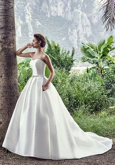 Ivory ball gown wedding dress with sweetheart neckline I Style: V I by Eddy K I http://knot.ly/6492BLCzu