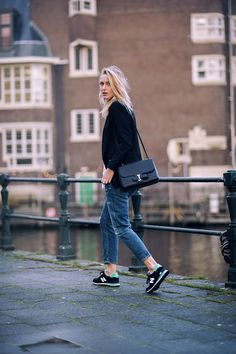 Love the boyfriend jeans x old school trainers mix. Tags: barefoot style, blazer, blonde, elegance, footwear, girl, ivy league, jacket, jeans, look women, no socks, preppy, running shoe, shirt, smart casual, sneakers, sockless, sport, suit,  without socks, без носков, босиком, джинсы, костюм, кроссовки, на босу ногу, на голую ногу, пиджак, преппи