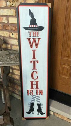 DIY Halloween Pallet Projects - Real Time - Diet, Exercise, Fitness, Finance You for Healthy articles ideas Halloween Veranda, Halloween Porch, Outdoor Halloween, Holidays Halloween, Wooden Halloween Signs, Halloween Wood Crafts, Diy Halloween Decorations, Happy Halloween, Theme Halloween