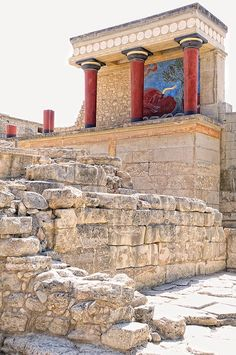 Knossos palace in Crete. Surrounded by the city of Iraklion and accessible via the local bus, and the reconstructed ruins of the palace Cretan labyrinth are times when King Minos ruled over mainland Greece. Greek History, Ancient History, Ancient Ruins, Ancient Greece, Santorini, Places To Travel, Places To See, Knossos Palace, Crete Island