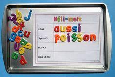 Activité d'étude de mots Méli-mots: au cours de cette activité, l'élève reconstitue l'ordre des lettres de mots d'usage courant, à l'aide de lettres magnétiques. Avec des pratiques fréquentes, l'élève pourra s'approprier les mots à l'étude et en assimiler l'orthographe pour s'en servir en écriture. Grâce à la planche d'activité modifiable, l'activité peut être adaptée selon les besoins et les objectifs. Kindergarten Literacy, Literacy Games, Literacy Centers, French Teaching Resources, Teaching French, Daily 5 Math, Sight Word Flashcards, Spelling Patterns, Teaching Supplies