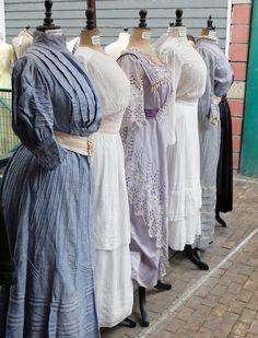 Edwardian Gowns, Edwardian Costumes, Edwardian Style, Edwardian Fashion, 1900s Fashion, Retro Fashion, Vintage Fashion, Vintage Gowns, Vintage Outfits