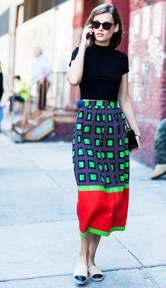 6 Fall Street Style Trends via Cup of Jo Fashion Mode, Look Fashion, Skirt Fashion, Fashion Outfits, Fashion Tips, Fashion Trends, Fashion Black, Fashion Fall, Guy Fashion
