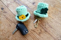 Items similar to Leprechaun miniature crochet hat used as keychain, keyring or keywallet with shamrock, clover decoration, bag charm, different variations on Etsy Leprechaun Hats, Black Belt, Key Chain, Emerald Green, St Patricks Day, Gifts For Him, Irish, Crochet Earrings, Etsy Shop