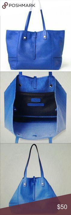 Display blue Paris Stella dot leather purse Euc displayed only blue Paris leather bag from Stella and dot. Stella & Dot Bags