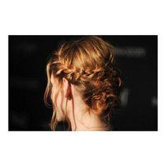 Dica de penteado trança-tiara como a da Kristen Stewart! Beleza... ❤ liked on Polyvore