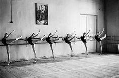 i love black & white #ballet photos. #pointe #arabesque