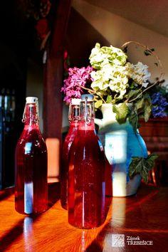 Lahodný sirup z aronie | Zámek Třebešice Pickles, Syrup, Pickle, Pickling