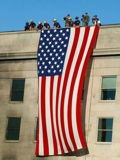 Pictured above soldiers from the Infantry Regiment (The Old Guard) rendering honors as firefighters and rescue workers unfurl a huge American flag over the damaged side of the Pentagon, on September (LUKE FRAZZA/AFP/Getty Images) I Love America, God Bless America, America America, Viaje A Washington Dc, 11 September 2001, A Lovely Journey, Home Of The Brave, Land Of The Free, Lest We Forget