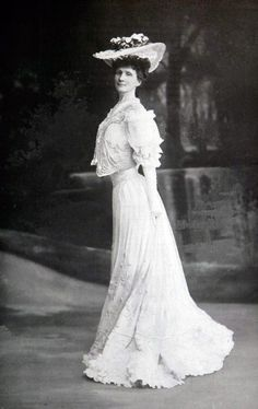 White gown, ca. 1905