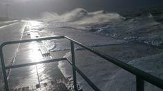 """Das tosende Meer während Orkan """"Xaver"""" an der Promenade auf Borkum Fotograf: Sonja Thormann"""