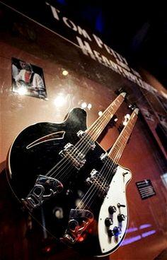 Tom Pettys '75 double neck RIC.jpg (504×788)