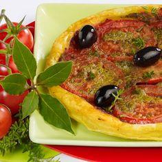 Découvrez la recette Tarte fine tomate-pesto sur cuisineactuelle.fr.