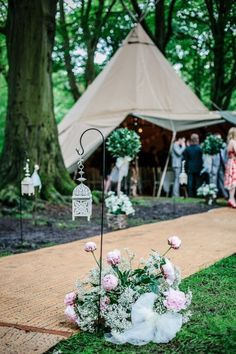 Such a wonderful setting right in the middle of the forest #wedding #ceremony #aislemarker #woodland #forestwedding