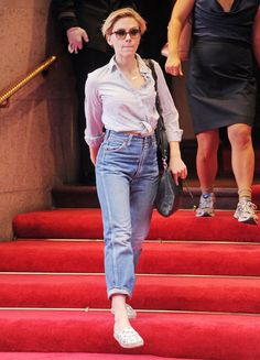 Scarlett Johansson has us adding mom jeans to our fall shopping list.