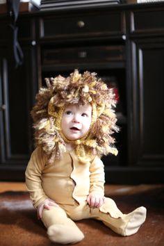 Newborn Boy Lion by smittenwithknitn Lion Halloween, Toddler Halloween Costumes, Family Halloween Costumes, Diy Costumes For Boys, Boy Costumes, Baby Kostüm, Diy Baby, Lion Hat, Newborn Photo Props