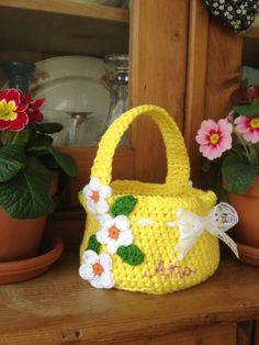 Crochet Flowers Design Horgolt húsvéti kosár Re-made by Sam által - A free pattern for a beautiful crochet Easter basket that can easily be personalised. Crochet Easter, Easter Crochet Patterns, Crochet Bunny, Crochet Patterns For Beginners, Easy Crochet, Crochet Flowers, Crochet Hooks, Crochet Baskets, Free Crochet