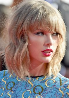 Full Sized Photo of taylor swift wears tiniest romper to mtv vmas 2014 05 Taylor Swift 2014, Taylor Swift Short Hair, Taylor Swift Moda, Taylor Swift Style, Taylor Swift Pictures, Taylor Swift Hairstyles, Taylor Swift Hair Color, Taylor Swift Haircut, Short Hair