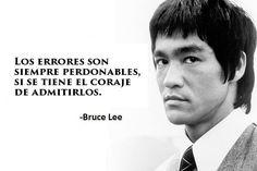 Actor, cineasta e inspirador artista marcial de orígen chino, Bruce Lee, inventor del famoso Jeet Kune Do, dejó una huella imborrable en el corazón...