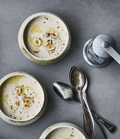 Cremet jordskok-suppe med trøffelolie   Festlig suppe