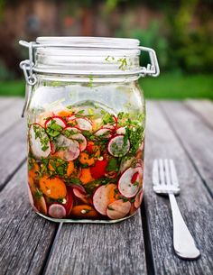 30 Summer Grilling Sauces, Dips and Relishes Mexican Food Recipes, Vegetarian Recipes, Healthy Recipes, Radish Recipes, Fermentation Recipes, Canning Recipes, Pickled Vegetables Recipe, Quick Pickled Radishes, Pickled Carrots