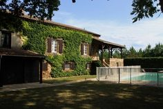 Perfect holiday home with pool in a quiet location near Belves in the heart of the Perigord Noir.  €267,500/£210,282