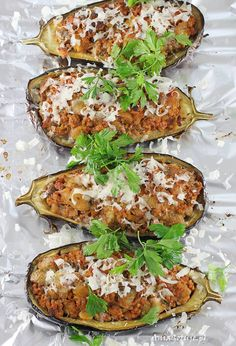 Eggplant stuffed with ground meat. Ground Meat, Salmon Burgers, Eggplant, Baked Potato, Main Dishes, Lunch Box, Potatoes, Baking, Ethnic Recipes