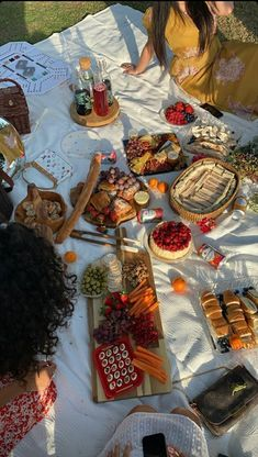 Picnic Date Food, Picnic Time, Picnic Foods, Summer Picnic, Comida Picnic, Picnic Birthday, Date Recipes, Think Food, Summer Bucket Lists