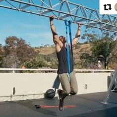 FF superstar @teemajor teaches you how to do Archer Pull-ups  #Repost @teemajor with @repostapp ・・・ Yo! Looking for a way to improve ARCHER PULL-UPS? The #Kaizen way is to use bands until you have the mechanics and strength to perform solo. --- Full Programs > www.teemajor.com --